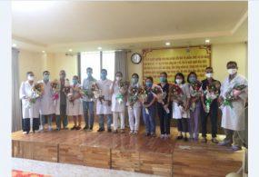 Ban lãnh đạo cùng với Công đoàn của Bệnh Viện Chấn Thương Chỉnh Hình Phẫu Thuật Tạo Hình Huế đã tổ chức tặng hoa chúc mừng sinh nhật cho cán bộ, nhân viên có ngày sinh nhật trong tháng 9.